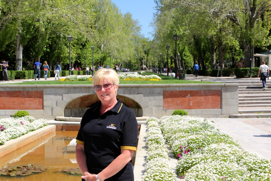 Karen sporting her new shirt in Retiro Park.