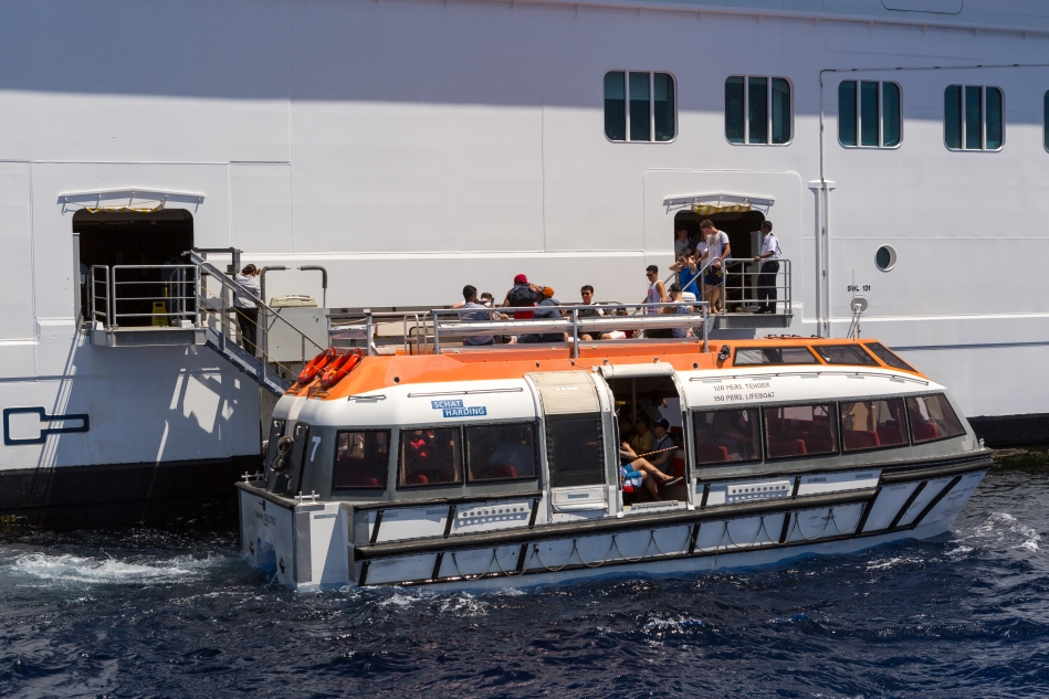 Due to the depth of the harbours at Kona and Lahaina we had to take tenders to and from shore.